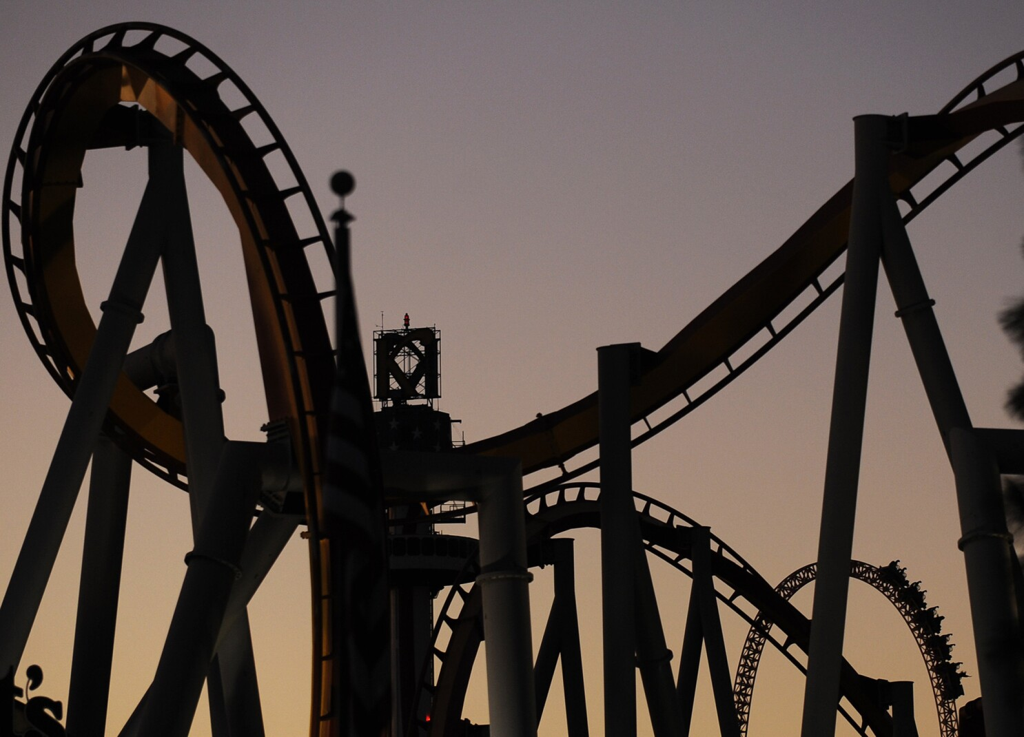 Pack Your Sleeping Bag For A Camp Out At Knott S Berry Farm And Other Roller Coaster Parks Los Angeles Times