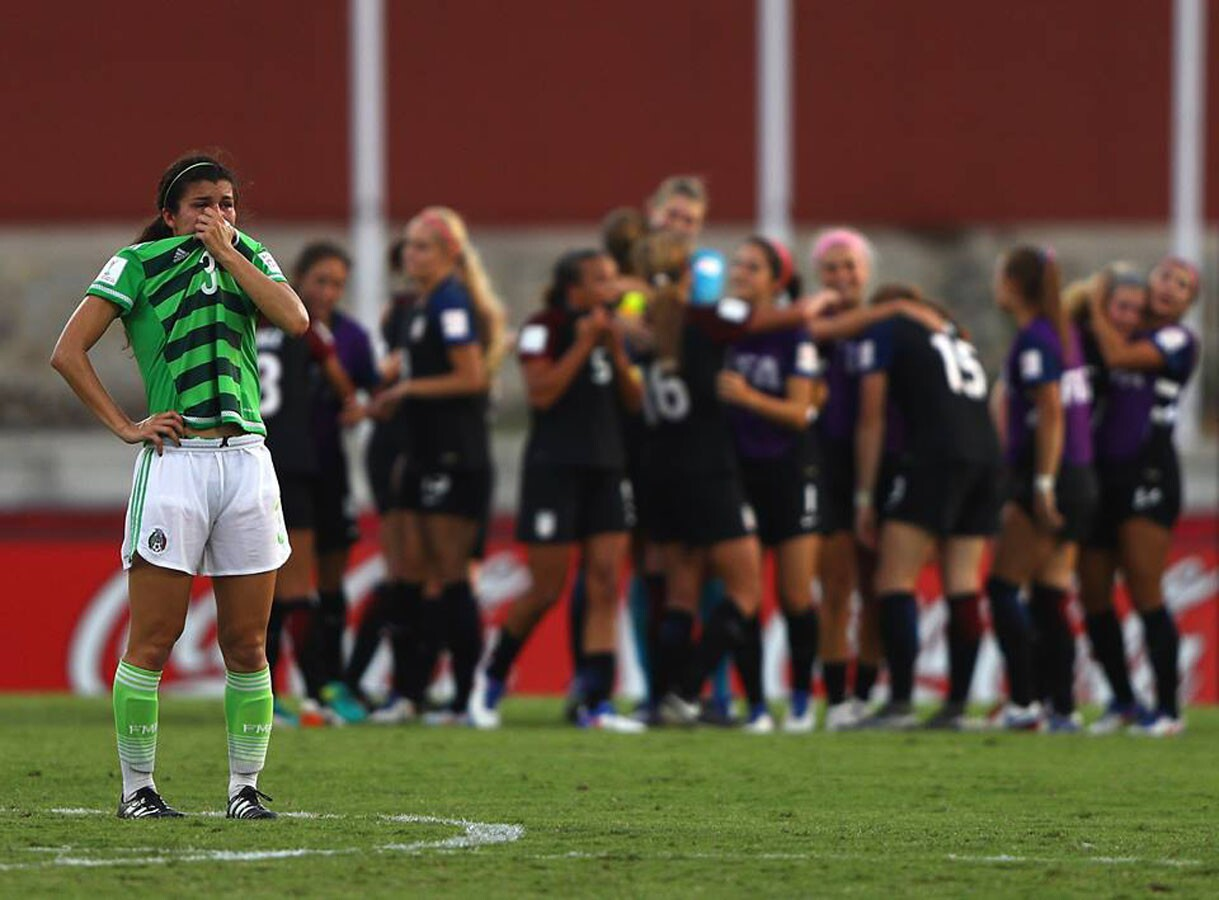 La selección estadounidense femenina de futbol celebras tras sellar su pase a semifinales del Mundial Sub 20 de Papúa Nueva Guinea con agónico triunfo (2-1) sobre el combinado mexicano.