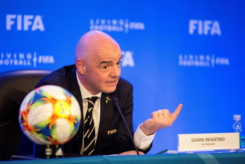 El presidente de la FIFA, Gianni Infantino, participa en una rueda de prensa en el Consejo de la FIFA en Miami, Florida (Estados Unidos), este viernes. EFE