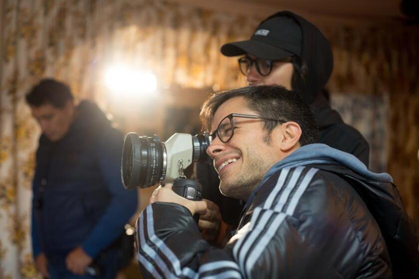 El actor Gael García asiste a una filmación hoy, lunes 15 de enero de 2018, en Ciudad de México (México). EFE