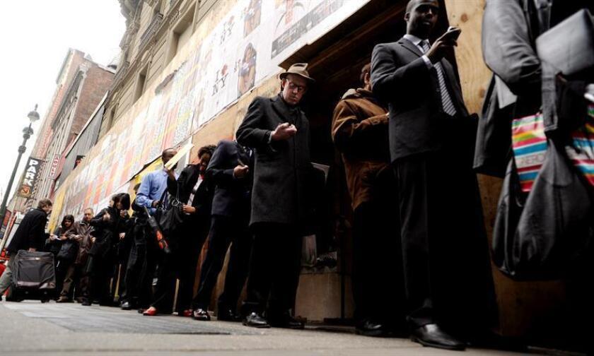 El índice de desempleo de Estados Unidos se mantuvo por quinto mes consecutivo en el 4,1 % en febrero, mes en el que se crearon 313.000 nuevos puestos de trabajo, lo que impulsó una reducción del desempleo entre los hispanos. EFE/Archivo