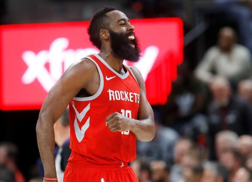 James Harden de Houston Rockets grita tras vencer a los Utah Jazz este lunes 26 de febrero de 2018, durante un partido de baloncesto de la NBA que se disputa en el Energy Solutions Arena de Salt Lake City, Utah (EE.UU.). EFE