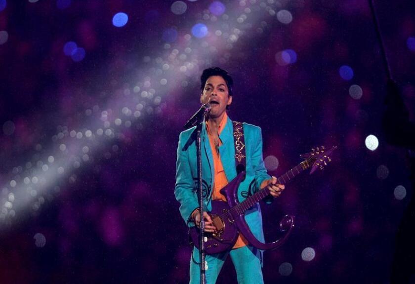 Fotografía de archivo del cantante y músico estadounidense Prince. EFE/Archivo