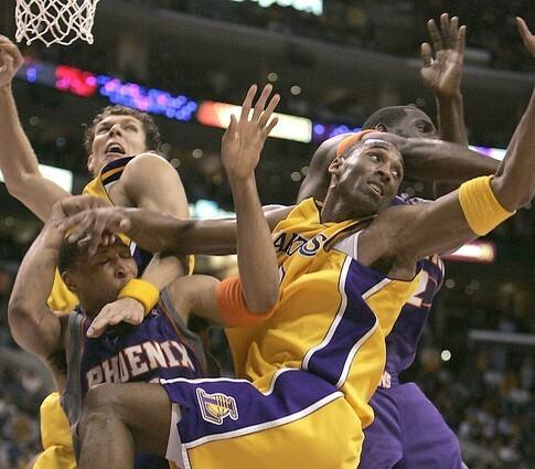 Kobe Bryant battles