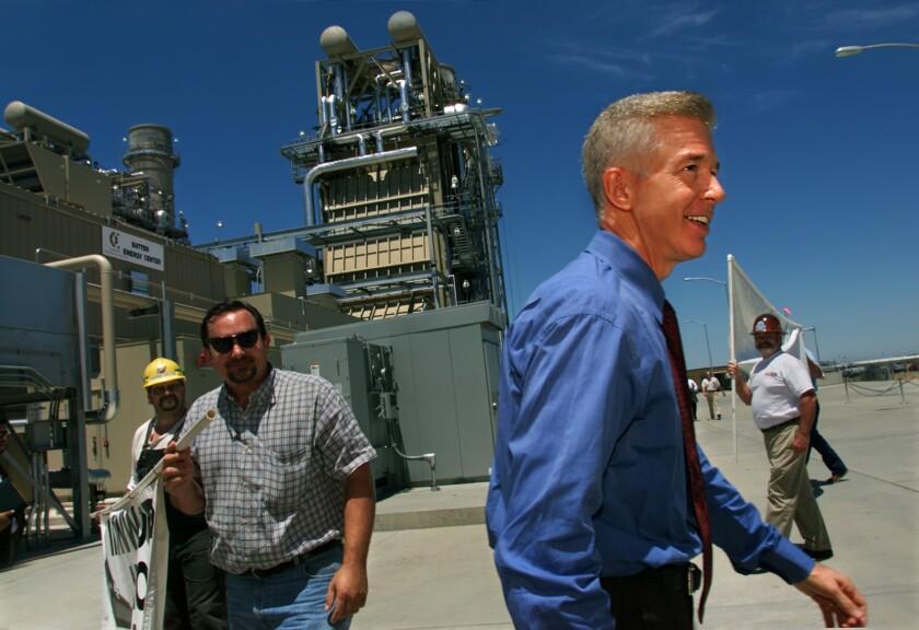 Gray Davis durante la apertura del Proyecto del Centro de Energía Sutter