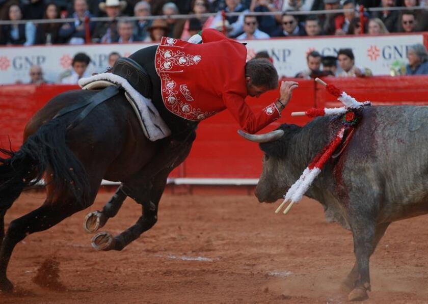 Tres orejas para Pablo Hermoso de Mendoza y una para Juan Fernando en Cadereyta
