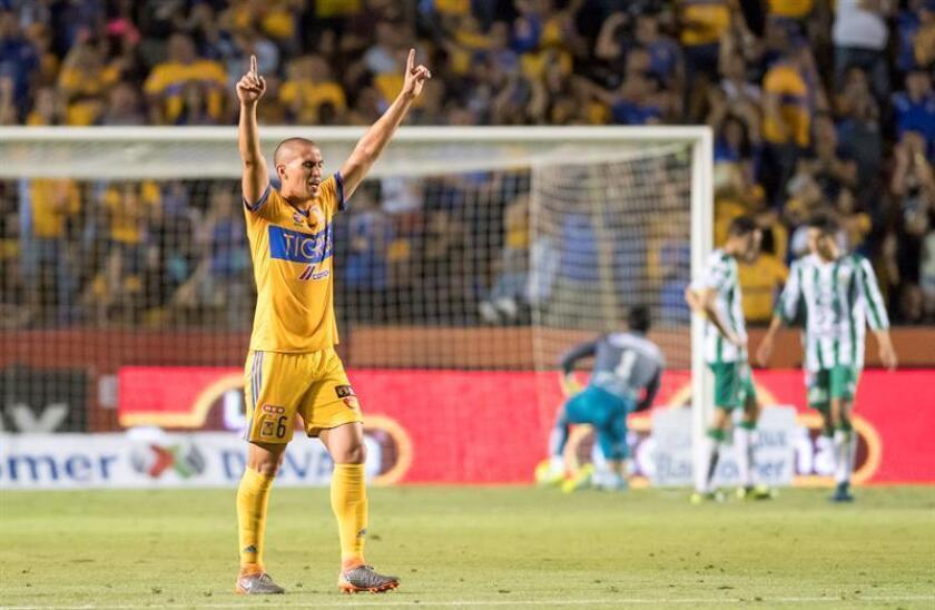 Torres de Tigres celebra tras un gol ante León, el sábado 31 de marzo de 2018, durante el partido correspondiente a la jornada 13 del Torneo Clausura 2018, celebrado en el estadio Universitario de la ciudad de Monterrey (México). EFE/Archivo