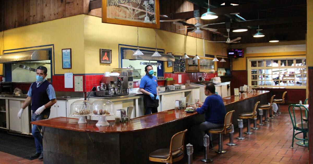Los restaurantes en Tijuana se las ingenian para sobrevivir ...