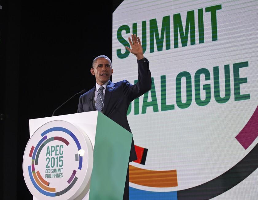 El presidente Barack Obama llega para hablar en la cumbre empresarial, a la cual asistieron 800 líderes empresariales de toda la región que representan a las compañías de Estados Unidos y Asia-Pacífico, en Manila, Filipinas.