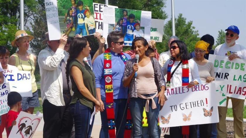 Unas 300 personas se manifestaron en El Paso, Texas, para promover los derechos de los inmigrantes.