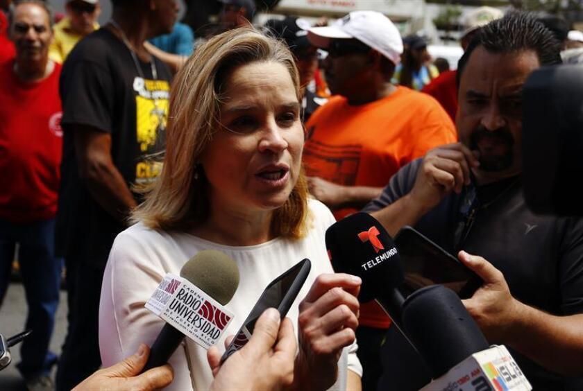 La Alcaldesa de San Juan, Carmen Yulin Cruz, habla con los medios de comunicación. EFE/Archivo