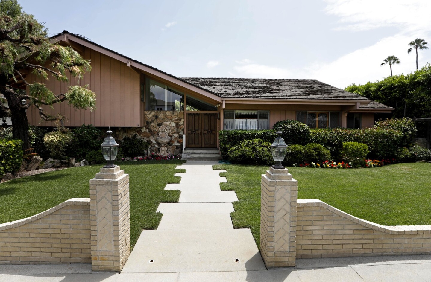 NORTH HOLLYWOOD, CA – JULY 18, 2018 - The Brady Bunch house at 11222 Dilling Street is on the market for $1.8 million in North Hollywood on July 18, 2018. The Brady Bunch house is a traditional-style residence in the Colfax Meadows neighborhood and was used for all outdoor representations of the television family home. (Genaro Molina/Los Angeles Times)