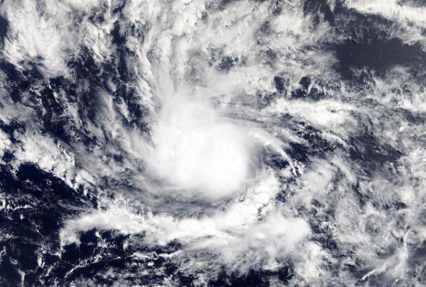 Fotografía facilitada por la NASA muestra la depresión de los trópicos camino de convertirse en el huracán Beryl, sobre el Caribe. EFE