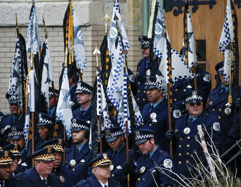 El último adiós al policía de origen puertorriqueño Samuel Jiménez, muerto en el cumplimento del deber hace una semana durante un tiroteo en un hospital de Chicago, fue dado hoy por miles de personas junto a altos cargos del estado y de la ciudad en una ceremonia religiosa. EFE/EPA/Archivo