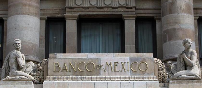 El Banco de México anunció hoy que ha decidido mantener el objetivo para la tasa de interés interbancaria a un día en un nivel de 7,75 %, si bien advirtió de riesgos inflacionarios que podrían requerir un ajuste a la política monetaria. EFE/ARCHIVO