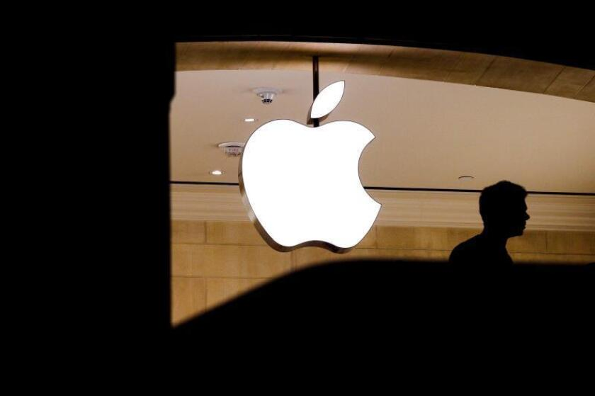 Como es habitual, la empresa que dirige Tim Cook no especificó de qué va a tratar el evento, pero cada año Apple presenta sus nuevos modelos de iPhone a principios o mediados de septiembre, por lo que todos los medios especializados asumen que se trata de esta ocasión. EPA/JUSTIN LANE