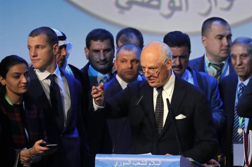 El Consejo de Seguridad de la ONU comenzó a negociar hoy un proyecto de resolución para decretar una tregua humanitaria en Siria que permita asistir a la población más necesitada. En la imagen el mediador de la ONU en las negociaciones sirias de paz, Staffan de Mistura. EFE/ARCHIVO