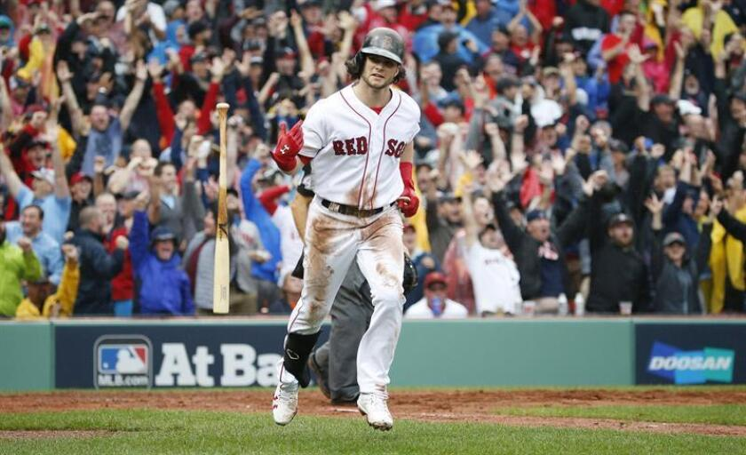 En la imagen, el jugador de los Medias Rojas de Boston Andrew Benintendi. EFE/Archivo