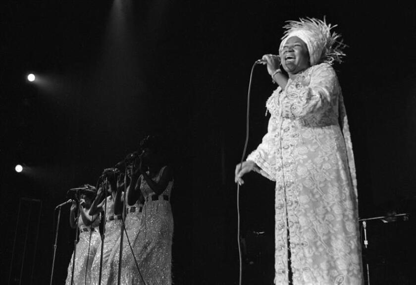 Foto de archivo tomada el 13 de junio de 1969 que muestra a la cantante estadounidense Aretha Franklin durante una acutación en el Caesars Palace, en Las Vegas (Estados Unidos). EFE/ Don English/las Vegas News Bureau CRÉDITO OBLIGATORIO FOTO CEDIDA SOLO USO EDITORIAL PROHIBIDA SU VENTA Y SU ARCHIVO