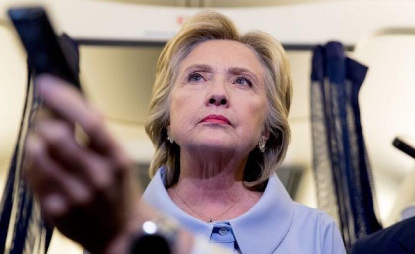 """""""Seguiré centrándome en lo que estamos haciendo para crear empleo en casa"""", le dijo Hillary Clinton al periodista David Muir."""