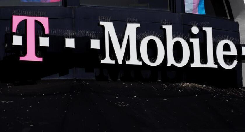 Detalle de un logotipo en una tienda T-Mobile. EFE/Archivo