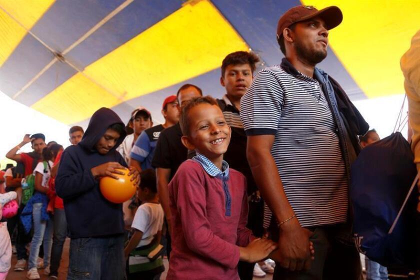Vista de migrantes centroamericanos durante su tercer día en la iglesia de La Asunción, en el estado de Puebla (México). EFE/Archivo