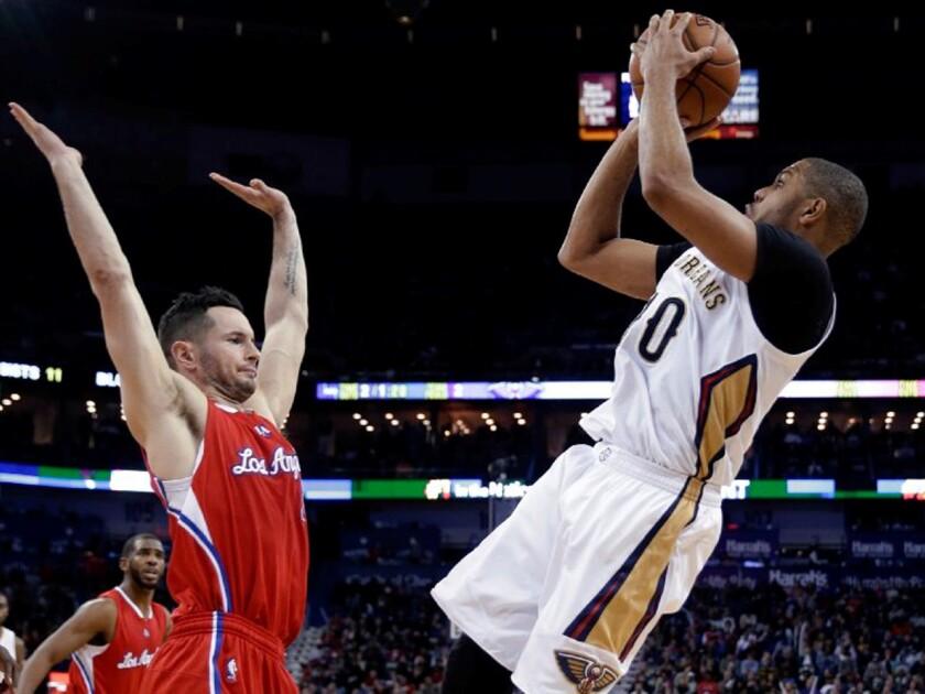Pelicans guard Eric Gordon shoots a fadeaway jumper over Clippers guard J.J. Redick in the second half.