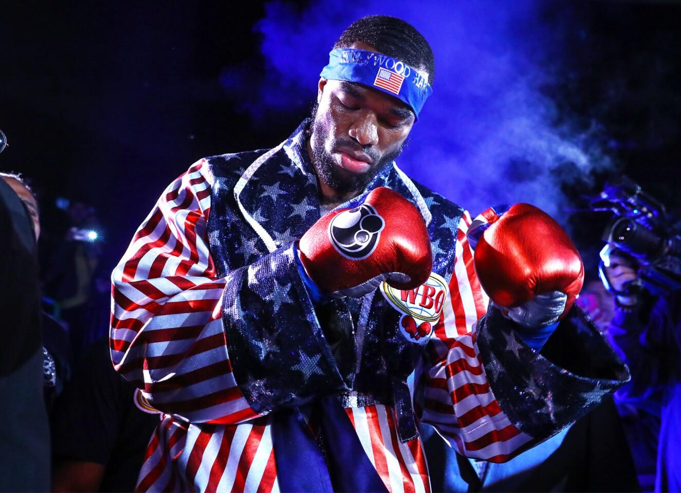 FOTOS: El 'Zurdo' Ramírez supera una lesión de brazo para retener su corona en Texas