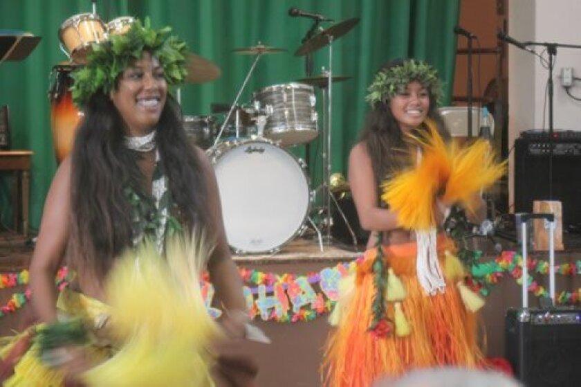 senior-luau-hula-girls-1