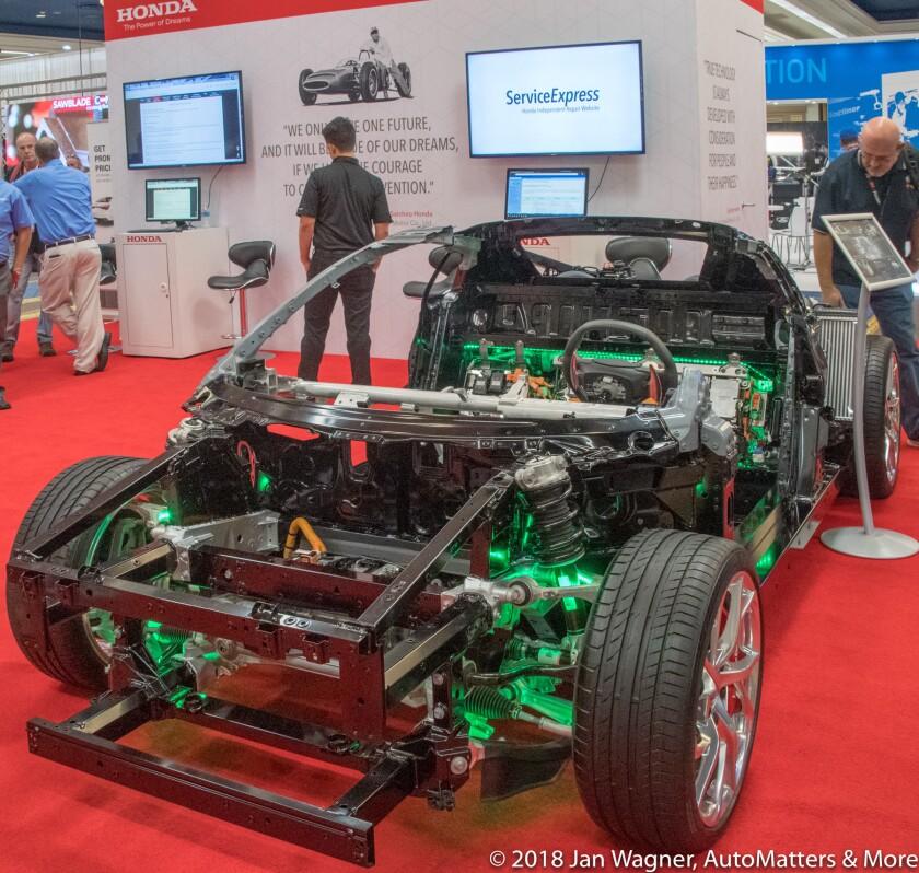 01733-20181029-1101 SEMA Show-Kia+Toyota+Ford+Shell+Honda+FCA Mopar+night skyline+NHRA Breakfast+Acura NSX cutaway+Ford Out Front+Optima-D5