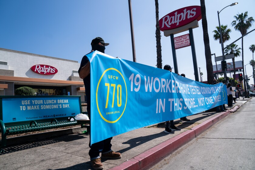 Union members protest outside Ralphs grocery story