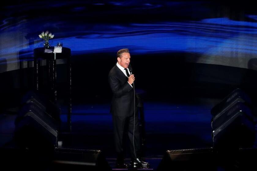 El cantante mexicano Luis Miguel en el concierto de este miércoles 21 de febrero de 2018, en el Auditorio Nacional de la Ciudad de México (México). EFE