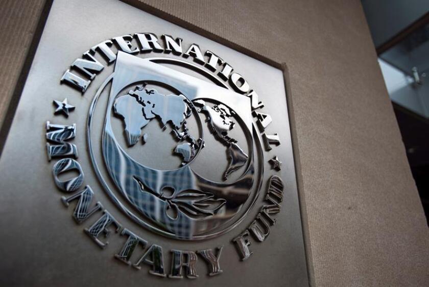 El Fondo Monetario Internacional (FMI) ratificó que México cumple con los criterios de acceso a la línea de crédito flexible que se le otorgó en 2017 para dos años, informó hoy el Banco de México, que solicitó un monto de acceso a dicha línea por 74.000 millones de dólares para el segundo año. EFE/ARCHIVO
