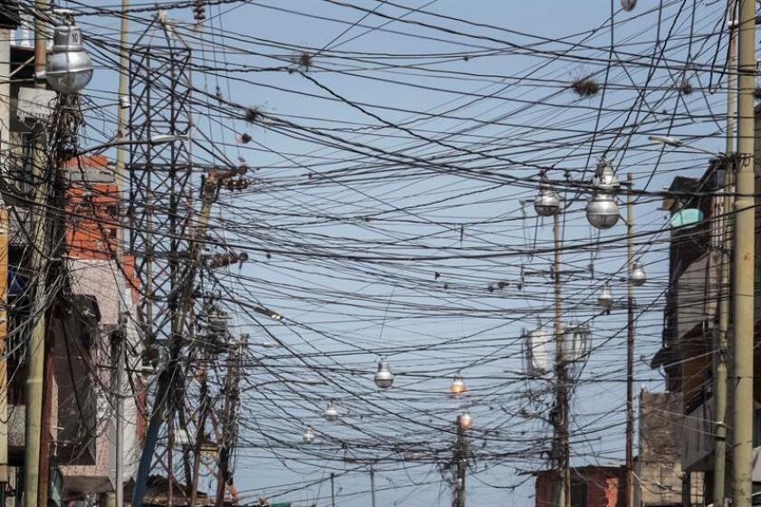 A view of electricity wires, in Caracas, Venezuela, April 3, 2019. West Venezuela started receiving electricity intermittently in the states of Zulia, Falcon, Merida and Trujillo after 100 hours without power. EPA-EFE/Miguel Gutierrez