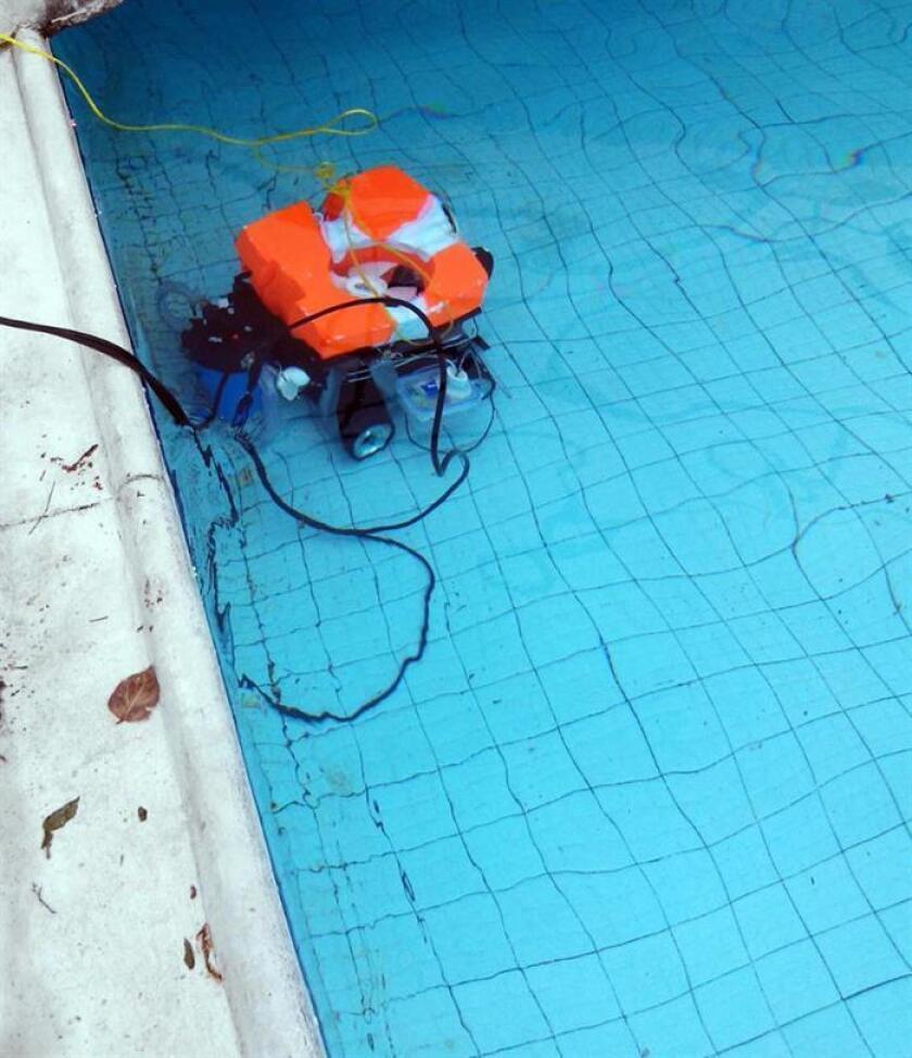 Fotografía cedida hoy, lunes 12 de febrero de 2018, del prototipo de robots que estudiantes de ingeniería mexicanos diseñaron y que es capaz de revisar los depósitos de agua y limpiarlos, permitiendo un ahorro de agua y tiempo, informó hoy la Universidad Nacional Autónoma de México (UNAM). EFE/UNAM/SOLO USO EDITORIAL