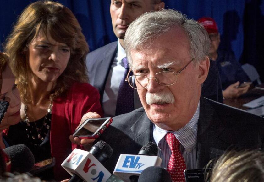 John R. Bolton, asesor de seguridad nacional de los Estados Unidos, habla con los medios de comunicación antes del evento en el que el presidente Donald J. Trump hablara con la comunidad venezolano-estadounidense, el lunes 19 de febrero de 2019 en la Universidad Internacional de Florida, en Miami, Florida (EE. UU.). EFE/Archivo