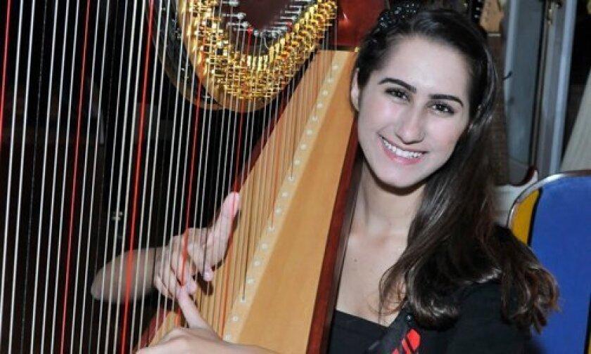 Harpist Julia Schorn