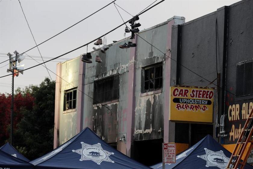 El número de muertos en el incendio del viernes en un concierto en Oakland (California) ascendió hoy a 36, mientras una investigación criminal busca la causa del suceso ocurrido en un almacén sin permisos para celebrar eventos. EFE/EPA/ARCHIVO