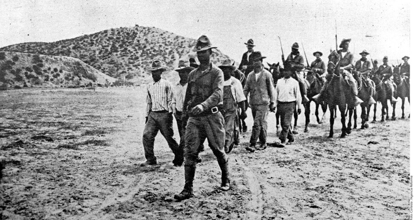 El General John J. Pershing, al frente, junto a prisioneros villistas en Chihuahua. El museo lanzará también un CD con el Cancionero de la intervención norteamericana de 1916.