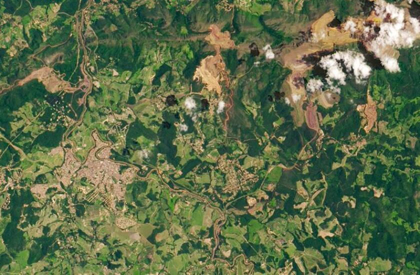 Handout photos made available by NASA's Earth Observatory shows satellite images of the Feijao mine after the dam burst near Brumadinho, Brazil, Jan. 14, 2019 (issued Feb. 3, 2019). EFE/EPA/NASA EARTH OBSERVATORY / HANDOUT HANDOUT EDITORIAL USE ONLY/NO SALES