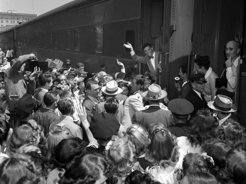 Aug. 11, 1943: Frank Sinatra arrives by train in Pasadena.