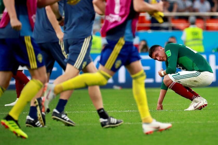 El defensa mexicano Edson Álvarez reacciona tras el partido México-Suecia, del Grupo F del Mundial de Fútbol de Rusia 2018, en el Ekaterimburgo Arena de Ekaterimburgo, Rusia, hoy 27 de junio de 2018 (RUSSIA SOCCER FIFA WORLD CUP, Mexico, Sweden, Ekaterinburg). EFE