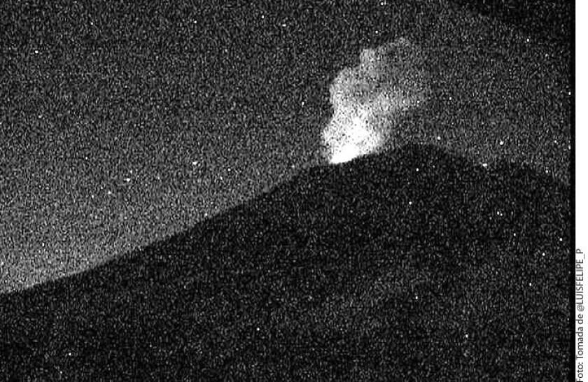 El Coordinador Nacional de Protección Civil, Luis Felipe Puente, informó que a las 01:30 horas de este miércoles, el Volcán Popocatépetl lanzó una exhalación de más de 1.5 kilómetros de altura.