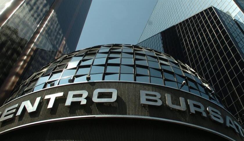 Fotografía que muestra una vista general de la casa de la Bolsa de Valores de México. EFE/Archivo