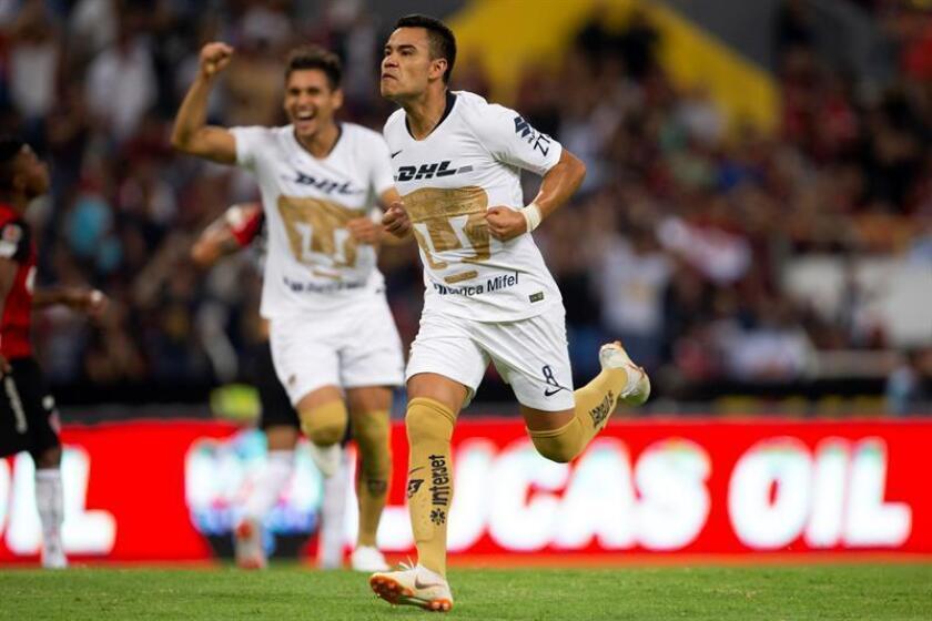 Pablo Barrera (c), de los Pumas de la UNAM, fue registrado el pasado viernes al celebrar una anotación que le convirtió al Atlas, durante un parido de la jornada 3 del torneo mexicano de fútbol, en el estadio Jalisco de Guadalajara (México). EFE