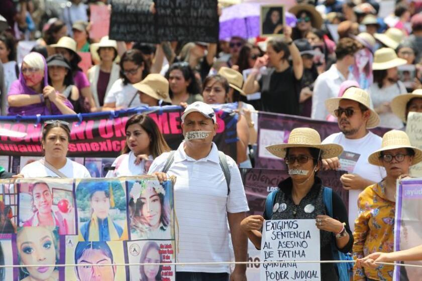 Unas 200 personas marchan en silencio contra feminicidos en Ciudad de México