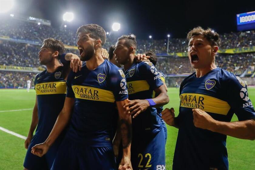 Jugadores de Boca Juniors celebran un gol este martes, en un partido del grupo G de la Copa Libertadores en el estadio La Bombonera en Buenos Aires (Argentina). EFE