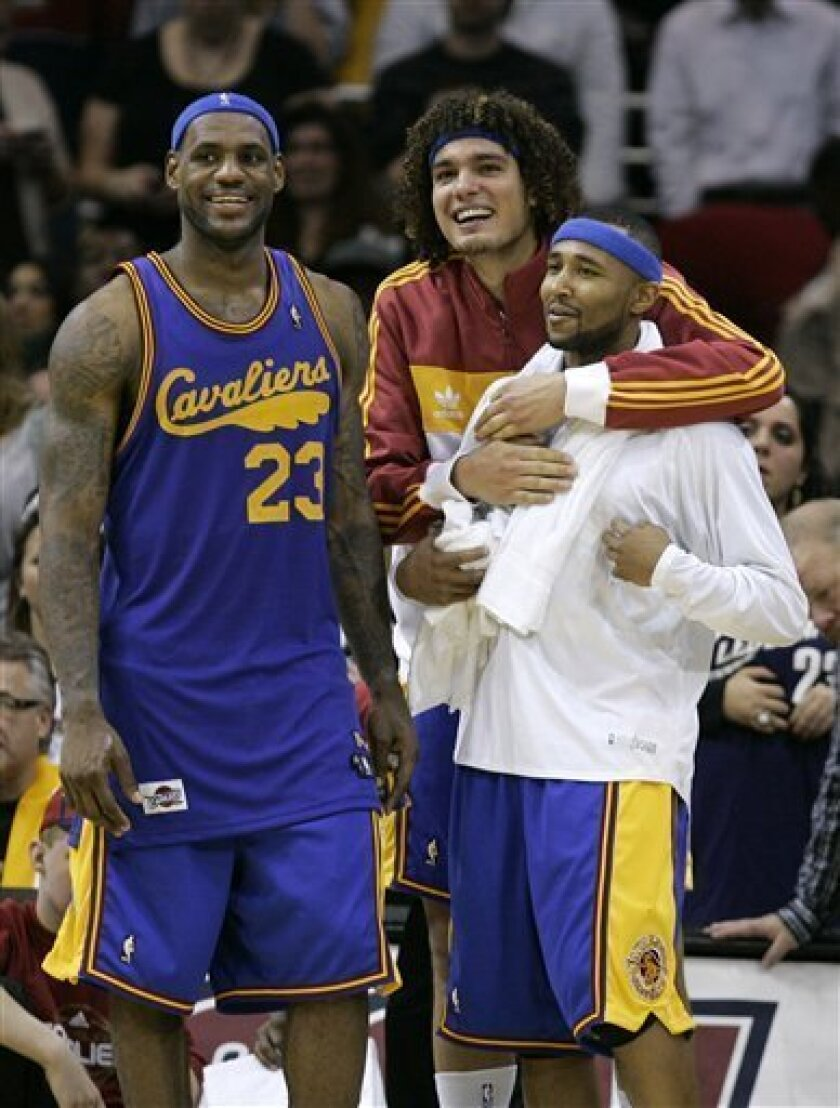 Cleveland Cavaliers' Anderson Varejao, from Brazil, center, hugs Mo Williams as they watch the final minutes of an NBA basketball game against the Boston Celtics with LeBron James (23) Friday, Jan. 9, 2009, in Cleveland. The Cavaliers beat Boston 98-83. (AP Photo/Mark Duncan)