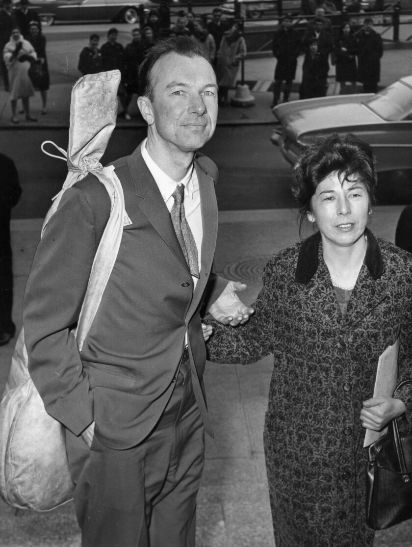Pete Seeger, with banjo and his wife, Toshi, arrives at federal court in New York in 1961 for sentencing on a conviction for contempt of Congress.