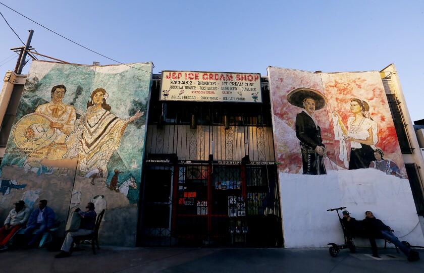 la-me-neighborhood-mariachiplaza-002_LS.jpg